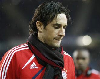 Toni, cabizbajo antes de un partido del Bayern de M�nich.