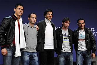 Messi posa junto al resto de candidatos: Cristiano, Iniesta, Kak� y Xavi