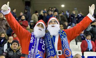 Algunos seguidores blanquiazules adelantaron la Navidad este domingo en Cornell�.