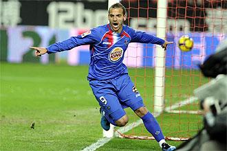 Roberto Soldado celebra uno de los dos goles que marc� el pasado s�bado en el S�nchez Pizju�n
