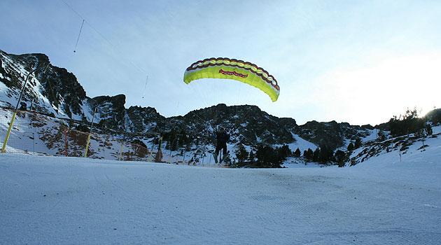 Inicio del vuelo en una bajada con el Speed Tandem (Juanma Altolaguirre, MARCA)