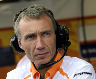 Bob Bell sustituy� a Flavio Briatore al frente del equipo Renault F1Team tras el 'esc�ndalo Singapour'.