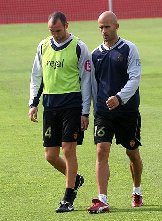 Ni Ramis ni Nunes, en la foto durante un entrenamiento del Mallorca, podr�n estar ante el Athletic en la primera jornada del 2010