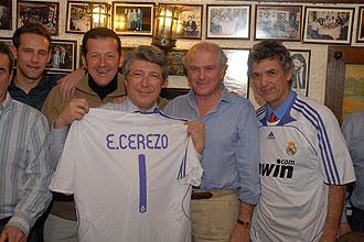 Enrique Cerezo con la camiseta del Real Madrid