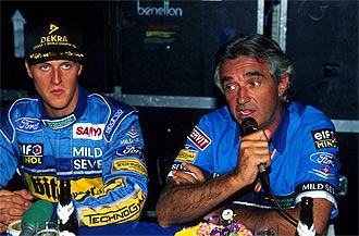 Schumacher y Biratore, durante su etapa juntos en el equipo Benetton Ford B194 en 1994