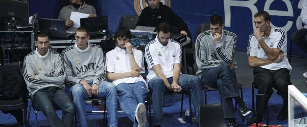 Jaric, Hervelle, Llull, Van den Spiegel, Felipe Reyes y De Miguel, en el Madrid-Barça (RAFA CASAL)