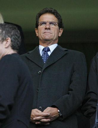 Capello, presenciando un partido de la Premier.