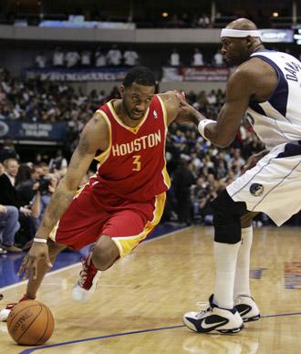 McGrady, con la camiseta de los Rockets en un choque ante los Mavericks.