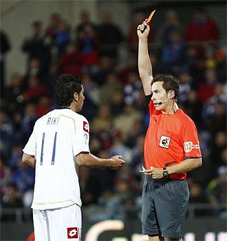 Riki ve la tarjeta roja en el Coliseum Alfonso P�rez.