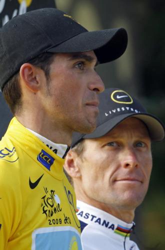Alberto Contador junto a Lance Armstrong.