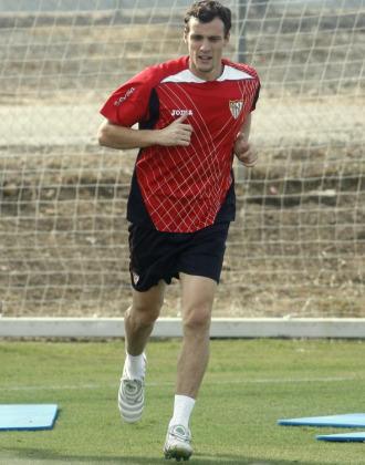 Squillaci durante un entrenamiento del Sevilla