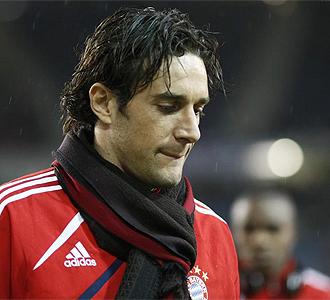 Luca Toni antes de un partido con el Bayern.