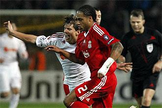 Glen Johnson, en un partido frente al Debrecen en la Champions League.