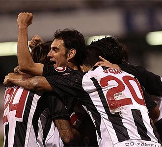 Los jugadores del Castell�n celebran un gol.