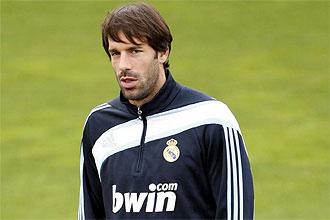 Ruud van Nistelrooy, con gesto serio, durante una sesi�n preparatoria del Real Madrid