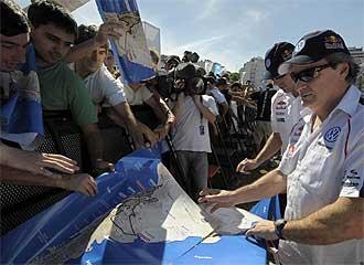 Carlos Sainz firma aut�grafos en Buenos Aires el pasado mi�rcoles.