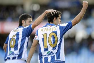 Labaka y Prieto celebran un gol.
