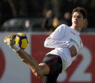 Zigic, goleador ante el Espanyol, en un lance del entrenamiento.