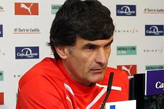 Jos� Luis Mendilibar, t�cnico del Valladolid, durante una rueda de prensa