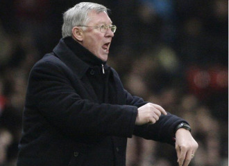 Ferguson reclama al �rbitro durante un encuentro del United