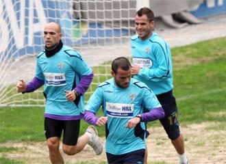 Los jugadores del M�laga, durante un entrenamiento