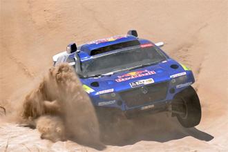 Carlos Sainz durante la tercera etapa del Rally Dakar.