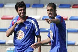 Miguel Torres y Celestini hablan durante un entrenamiento del Getafe