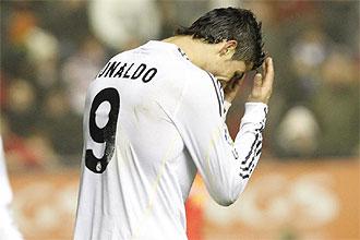Cristiano Ronaldo se lamenta tras desperdiciar una ocasion de gol el pasado domingo en el Reyno de Navarra