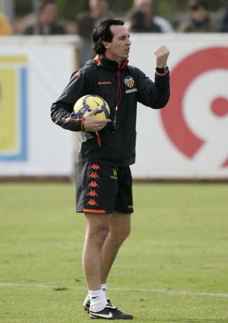 Unai Emery, en un entrenamiento del Valencia.