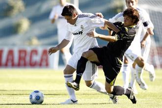 Acu�a, durante el partido de esta temporada entre el Castilla y el Alcal�.