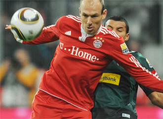 Robben trata de controlar un bal�n.