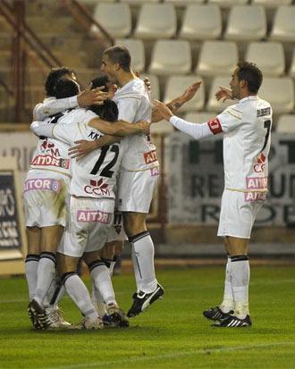 Los jugadores del Albacete celebran un gol