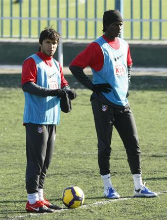 Ag�ero junto a Ibrahima en el entrenamiento matinal