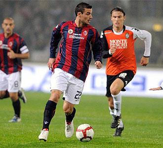 Osvaldo durante un partido con el Bolonia frente al Siena