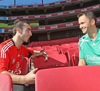 Fernandinho junto a Marquinho en el Estadio de la Luz de Lisboa