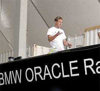 El BMW Oracle espera batir dentro de un mes en aguas de Valencia al Alinghi.