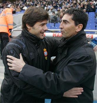 Pochettino y Gay se saludan antes del partido