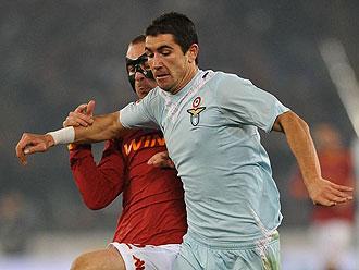 Aleksandar Kolarov jugando con la Lazio
