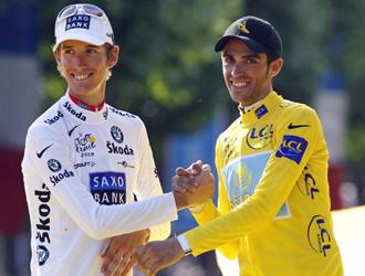 Schleck y Contador, en el �ltimo podio de Par�s.