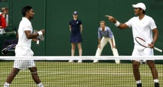 El pakistan� Aisam Ul-Haq Qureshi (D) junto al indio Prakash Amritaj (I) en Wimbledon.