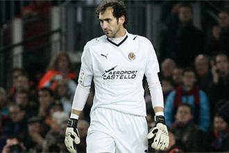 Diego L�pez con gesto serio durante un partido.