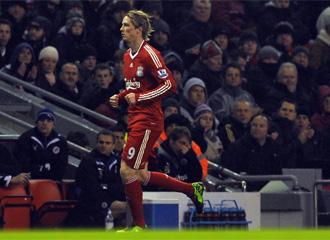 Fernando Torres se marcha lesionado.