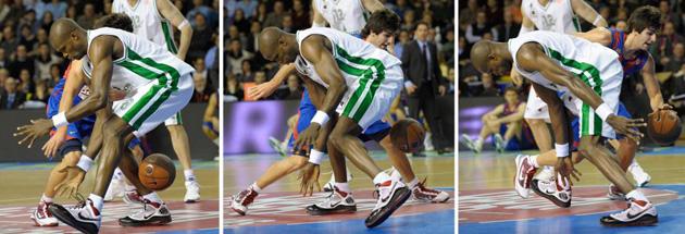 Ricky pas� el bal�n entre las piernas de Benjamin Eze en una de las jugadas de la temporada (AFP).