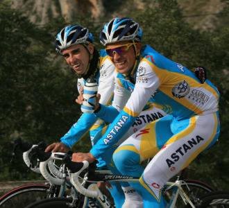 Alberto Contador junto a Navarro en Calpe.