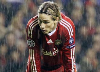 Fernando Torres se lamenta.