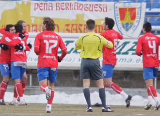 Los jugadores del Numancia celebran un gol conseguido ante el Betis la pasada jornada