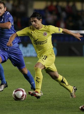 Pereira conduce el bal�n frente al partido de Europa League ante el Levski