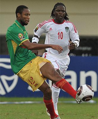 Keita controla un bal�n en el partido ante Malaui