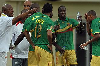 Los jugadores de Mali reciben �rdenes