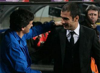 Guardiola y Mendilibar se saludan en el partido de la pasada temporada en el Camp Nou
